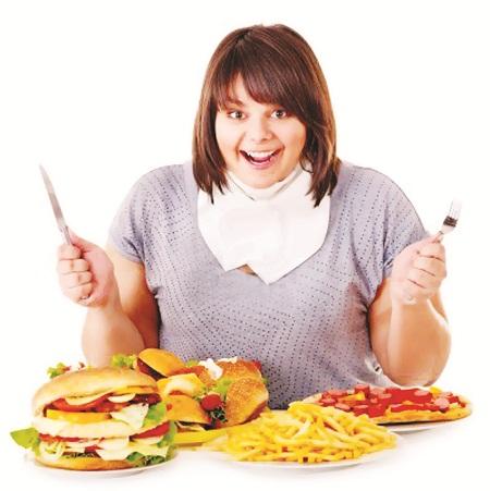 Người bị cholesterol máu cao nên giảm lượng khẩu phần ăn