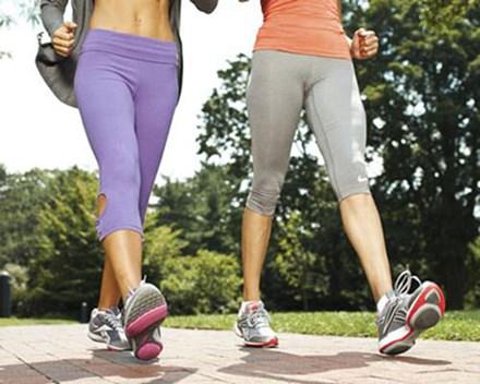 Dành 30 phút mỗi sáng cho việc đi bộ