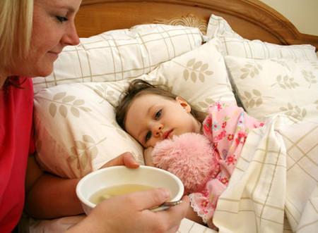 Cảm cúm là bệnh hay gặp ở các em nhỏ trong ngày Tết